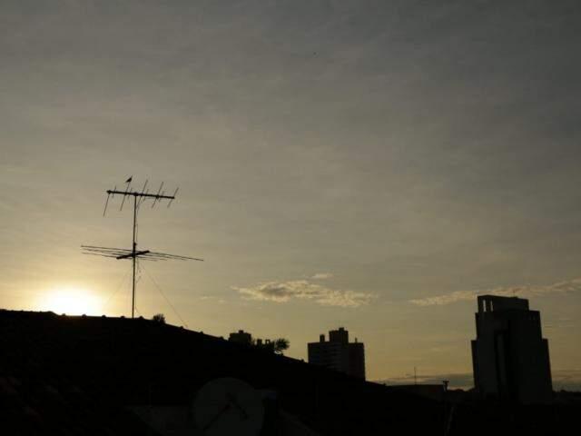 Céu na manhã deste sábado. (Foto: Kísie Ainoã)