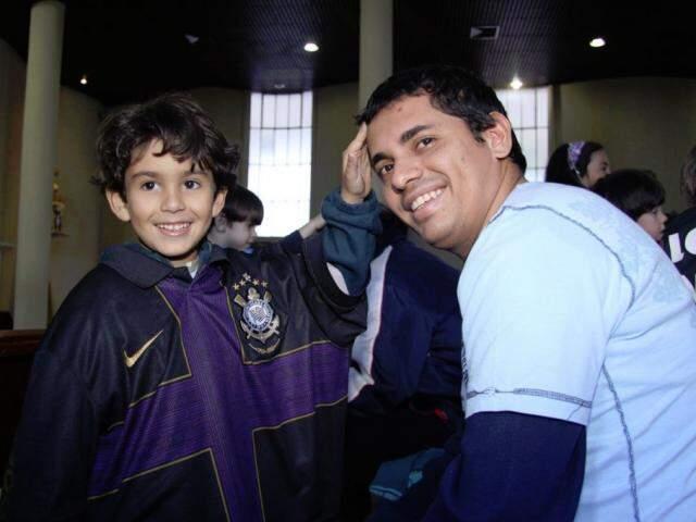 Com camisa do tio, João Pedro e Marcelo Victor. (Foto: Arquivo Pessoal)