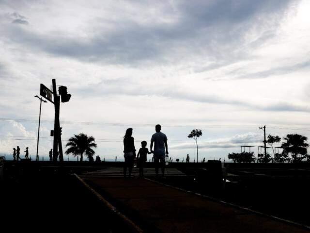 Na Capital, céu deve seguir parcialmente nublado, com possibilidade de chuvas isoladas (Foto: Marcos Maluf)
