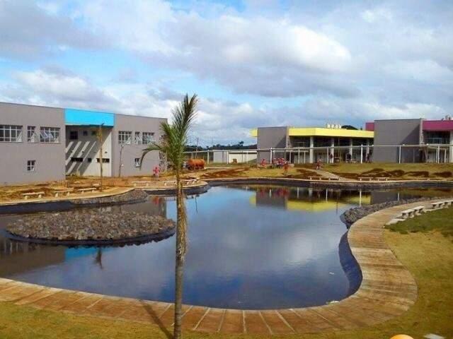 Lago central do campus da Uems em Campo Grande. (Foto: Divulgação)