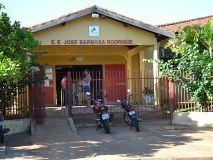 Professor é esfaqueado por estudante em escola de Campo Grande