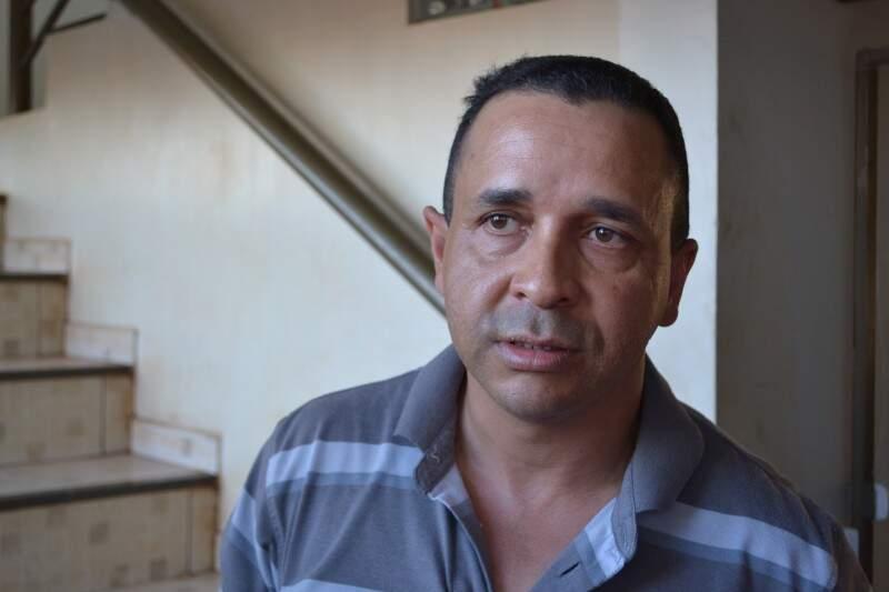 """Evanildo virou """"herói"""" no bairro e nas redes sociais após reagir a assalto (Foto: Cleber Gellio)"""