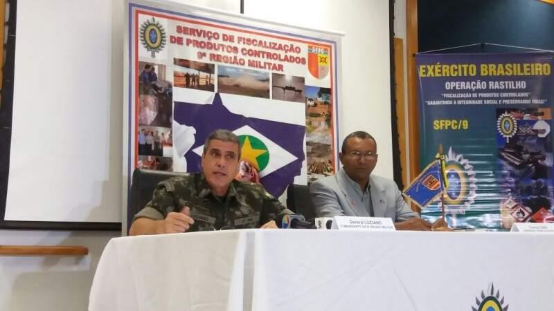 O general Luciano José Penna e o coronel Emídio Silva Dias durante entrevista em que informaram detalhes da Operação Rastilho II para coibir uso ilegar de explosivos (Foto: Antonio Marques)