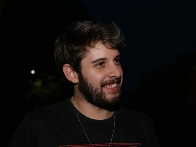 Vinicius Eduardo entrou no blindado e achou confortável (Foto: Kísie Ainoã)