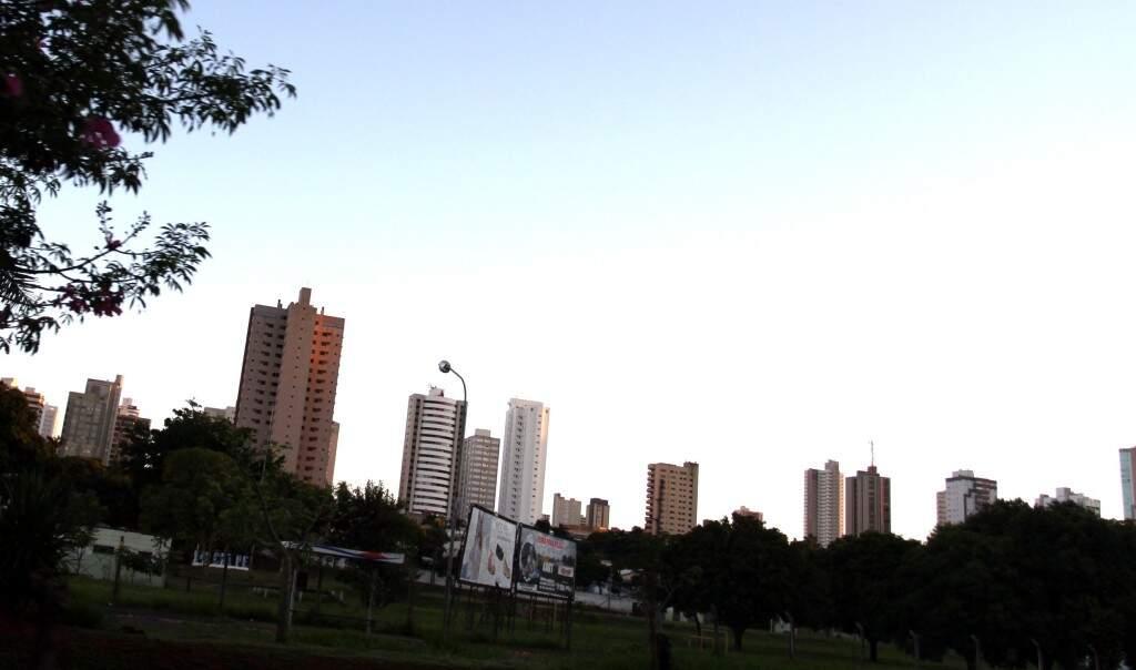 Céu sem nuvens na manhã desta segunda-feira na Capital (Foto: Saul Schramm)