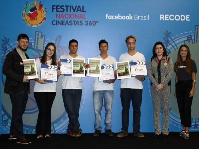Estudantes durante premiação na Câmara de Deputados, em Brasília (Foto: Roberto Castello)