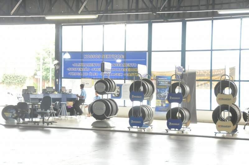 Promoção de pneus vai até o final de março nas lojas da rede. (Foto:Marcelo Calazans)