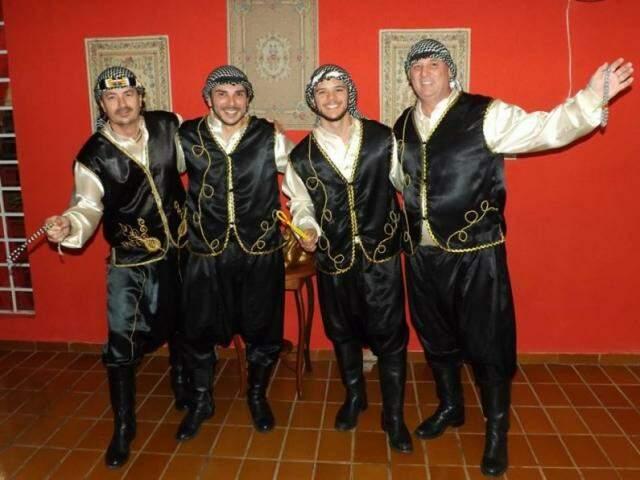 Dança e música árabe num só lugar. Restaurante abre as portas todos os sábados. (Foto: Arquivo Pessoal)