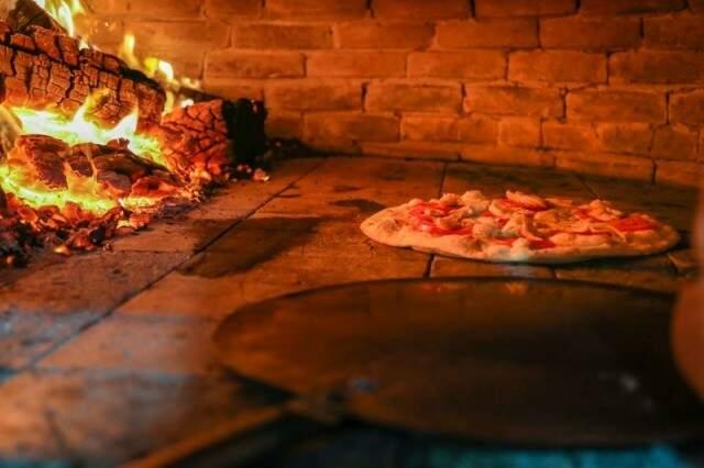 Pizzaria Lazzarini investe em massa fininha e com pouco fermento. (Fotos: Arquivo/Fernando Antunes)