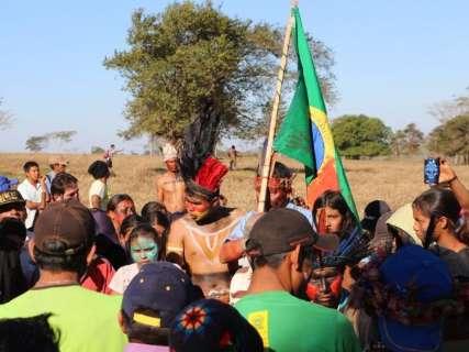Tensão volta a áreas invadidas e PF apela para saída pacífica de índios