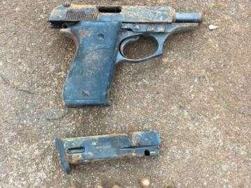 Idoso encontra revólver e atira na perna por pensar que arma era de brinquedo