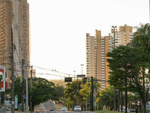Avenida Afonso Pena no início da manhã deste domingo. (Foto: Paulo Francis)