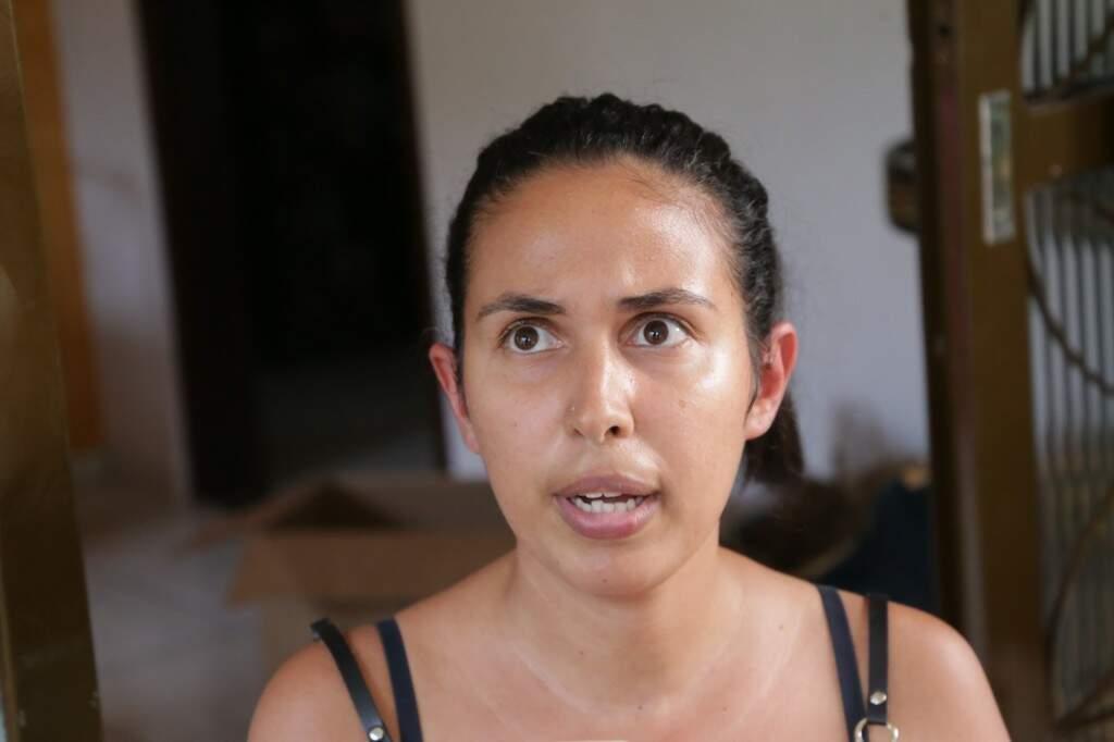 Ana Carolina é mãe de dois filhos pequenos e diz que irá vaciná-los (Foto: Kisie Ainoã)