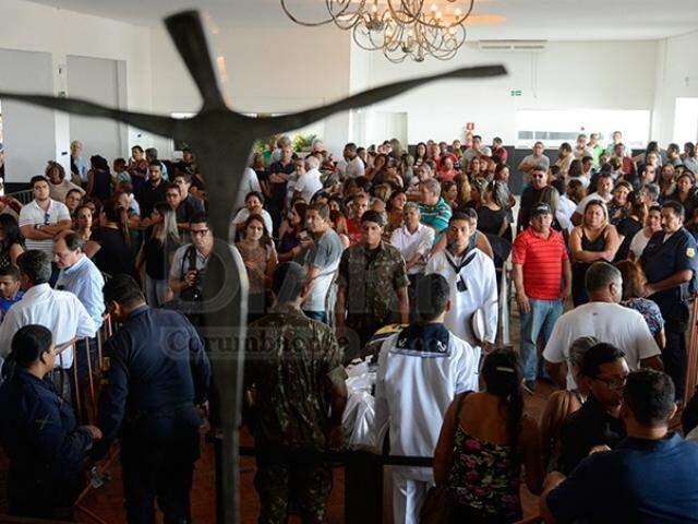 Velório de Ruiter atraiu várias pessoas em Corumbá (Foto: Anderson Gallo/Diário Corumbaense)