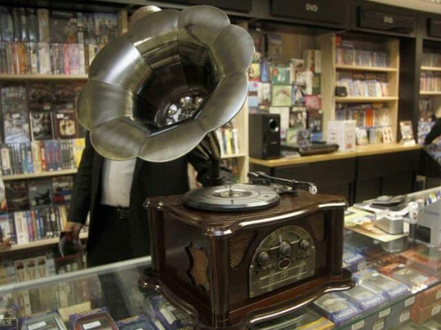 A vitrola em estilo Gramofone custa R$ 1599,00 (Foto: Marcelo Victor)