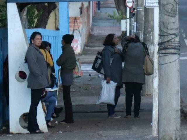 Em Campo Grande, por volta das 8h00, temperatura era de 7°C. (Foto: Henrique Kawaminami)