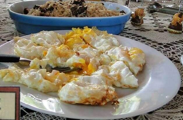 Tem ovo frito no cardápio da roça (Foto: Sítio Harmonia)