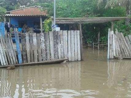 Reinaldo cobra agilidade no atendimento a famílias desabrigadas pelas chuvas