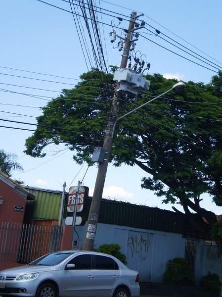 """""""Estouros"""" ocorrem no local e a quadra do bairro fica sem energia (Foto: Divulgação)"""