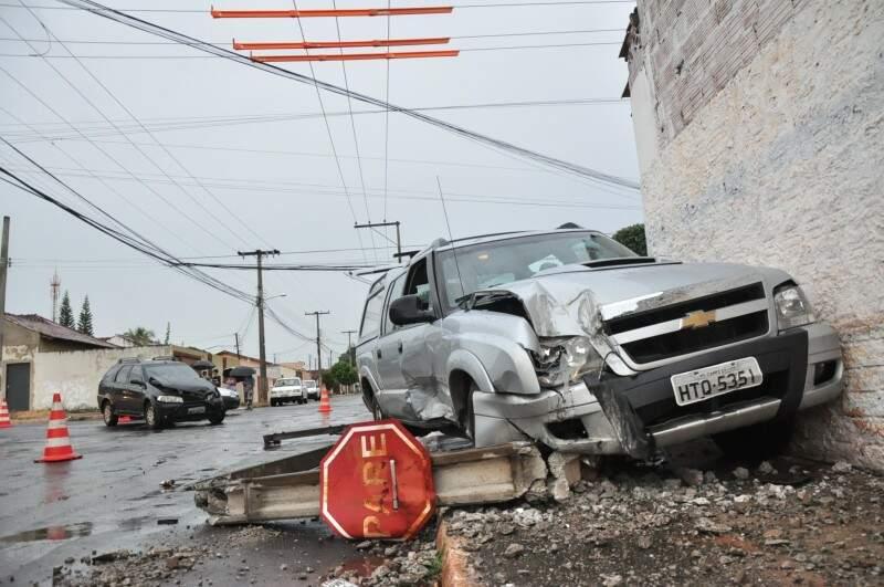 Apesar da aparente gravidade, nenhum dos condutores ficaram feridos (Foto: João Garrigó)