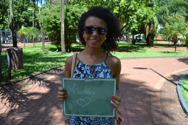 Estefani ganhou da mãe a companhia para fazer faculdade (Foto: Naiane Mesquita)