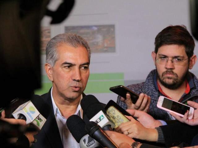 Governador Reinaldo Azambuja (PSDB) concedeu entrevista na inauguração da fábrica da ADM (Foto: Marina Pacheco)