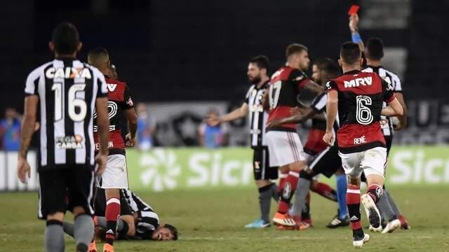 Expulsão de Vinicius Junior do Flamengo (Foto: André Durão)