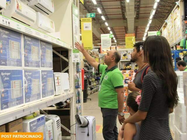 Consultores da Leroy são capacitados para ajudar na escolha de mais de 80 mil itens à pronta entrega. (Foto: Marina Pacheco)