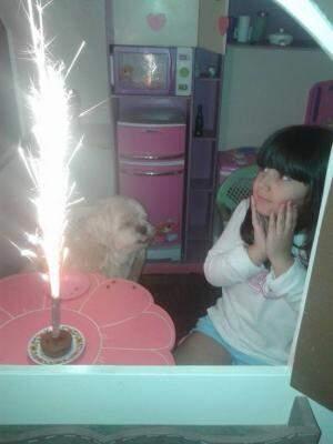 Nalu e Caramelo quando o cachorro foi reencontrado (Foto: Arquivo pessoal)