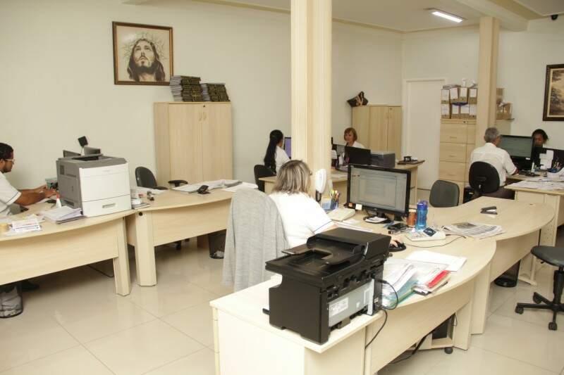 Movimento nos escritórios aumenta em média 40% nesta época do ano. (Fotos: Marcos Ermínio)