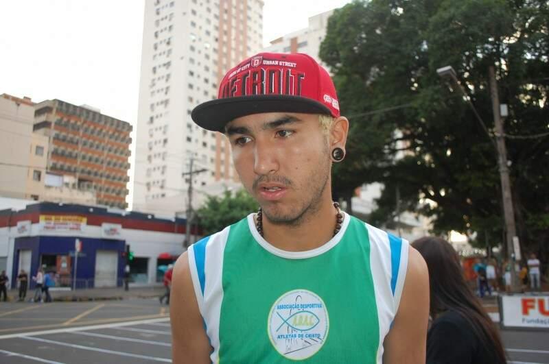 Ariel, 16 anos, largou representando a equipe da Adac (Foto: Simão Nogueira)
