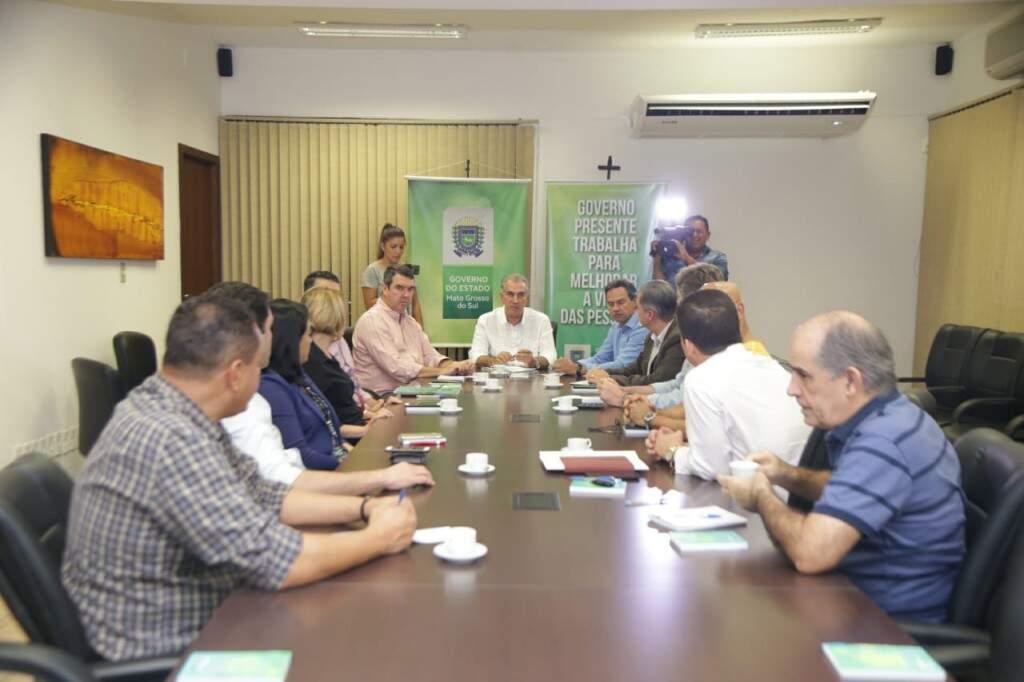 Reunião do governador Reinaldo Azambuja e secretariado na tarde deste sábado (Foto: Fernando Antunes)