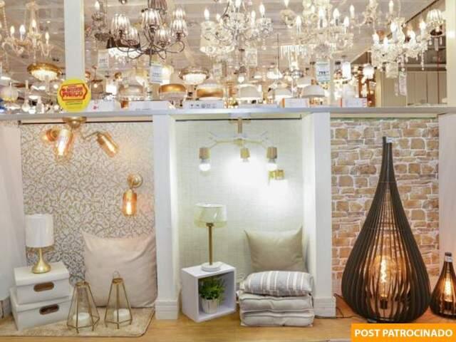 Além de materiais de decoração, loja tem o maior estoque em iluminação e decoração. (Foto: Kisie Ainoã)
