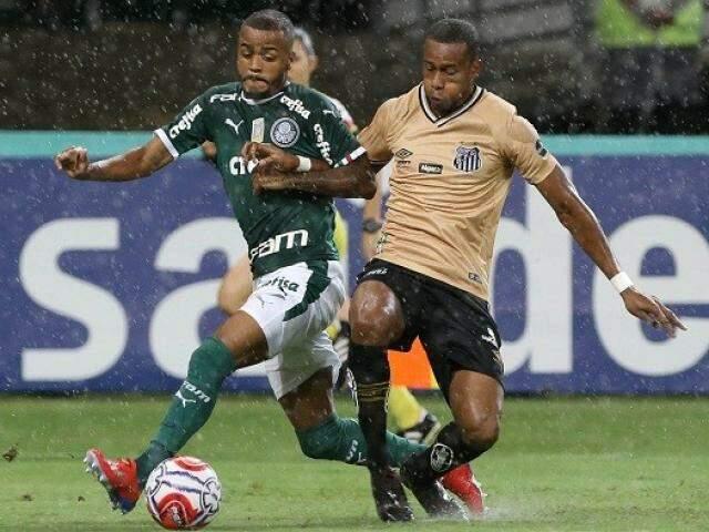 Registro do embate desta noite que teve até chuva. (Foto: palmeiras.com.br)