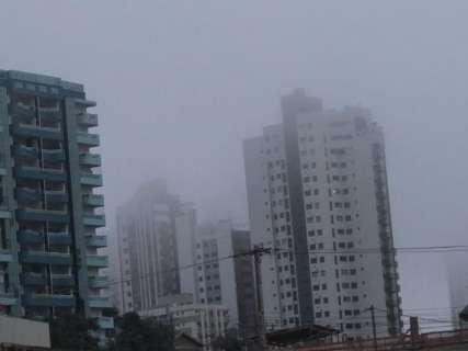 Dia amanhece com neblina e temperaturas não devem subir muito