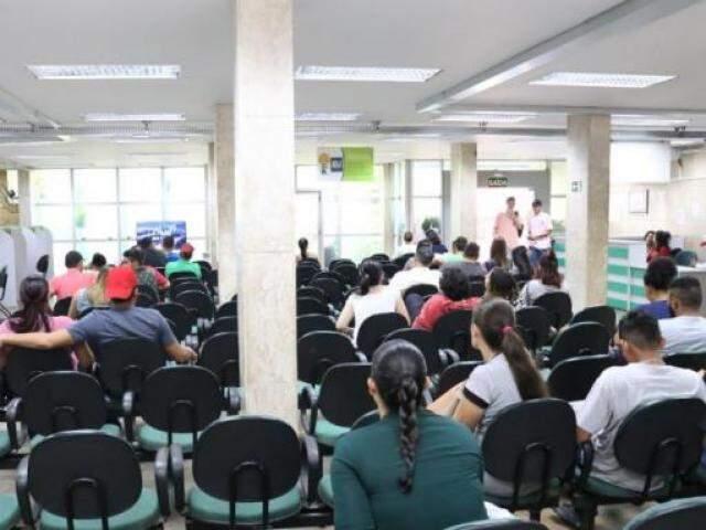 Na Funtrab (Fundação do Trabalho), filas por emprego são diárias (Foto: Paulo Francis)