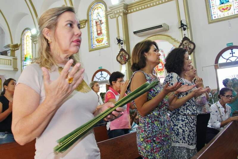 Na paróquia São José, a primeira missa foi realizada às 6h15. (Foto: Alan Nantes)