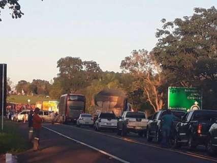 Bloqueios de sem-terra passam de 4h e condutores desistem de seguir viagem