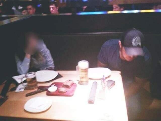 Christiano foi flagrado em restaurante ao lado de copo com bebida alcoólica e teve prisão decretada (Foto: Direto das Ruas)