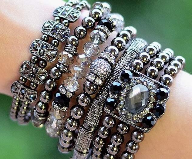 Algumas pulseiras antes eram R$ 69,00 e agora estão pela metade do preço na My Gloss.