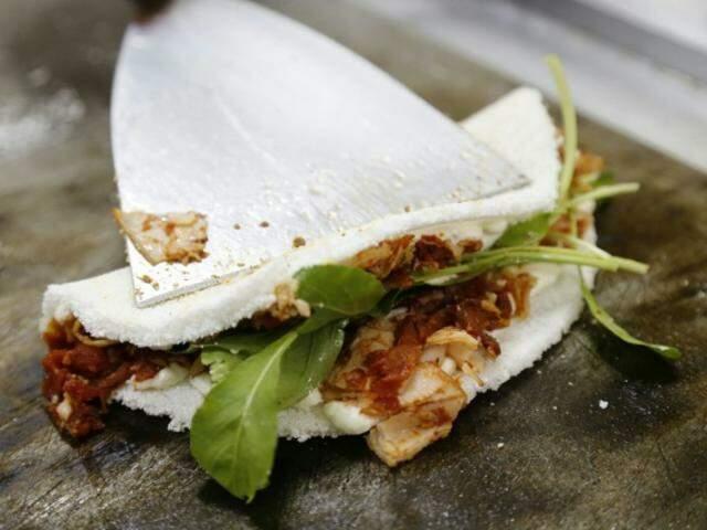 A tapioca fitness leva peito de peru e tomate seco. (Foto: Gerson Walber)