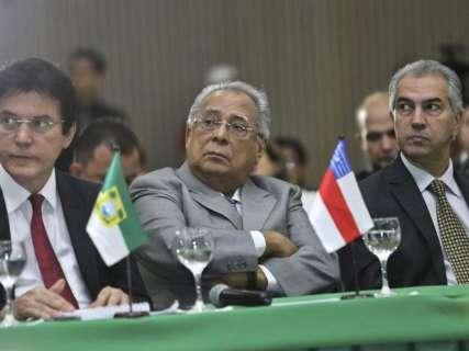 Reinaldo defende fundo para ações na fronteira em reunião no Acre