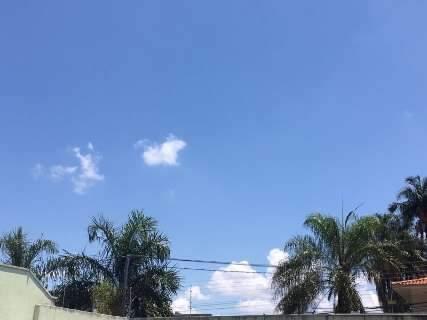 Calorão continua, mas chove a qualquer hora; Inmet prevê temporal para 2ª-feira