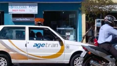 Funcionário da Agetran é flagrado falando ao celular enquanto dirige
