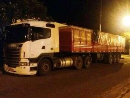 Caminhão com 800 caixas de cigarros contrabandeados seria levada para SP