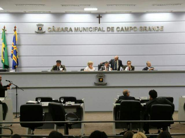Vereadores no plenário da Câmara Municipal durante a sessão desta quinta-feira. (Foto: Marcos Ermínio).