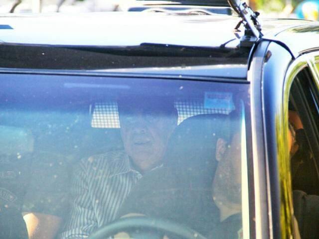 André Puccinelli chegando na Polícia Federal. (Foto: Marcos Ermínio).