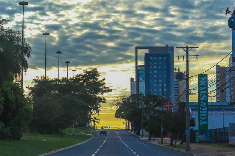 Apesar de nuvens, não há previsão de chuva para Campo Grande hoje (Foto: Fernando Antunes)