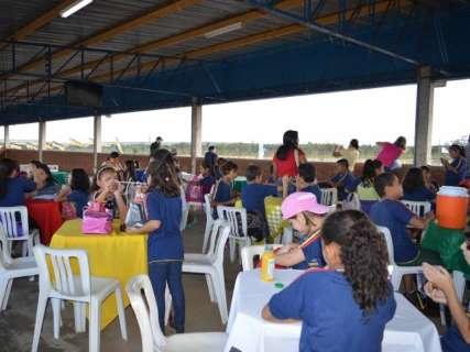 Crianças de escola indígena visitam autódromo e caminhões da Fórmula Truck