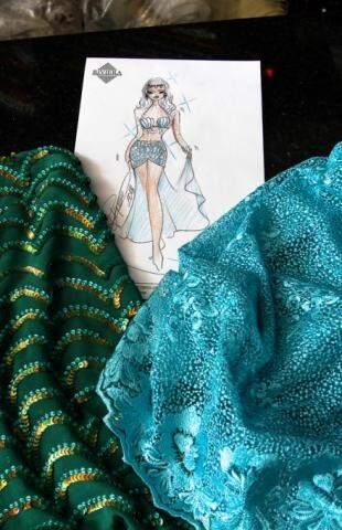 Detalhe da fantasia e tecidos sugeridos por Claudinei Aquino. Foto: Saul Schramm)